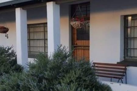 Cottage 1: private, stars, historical, Karoo