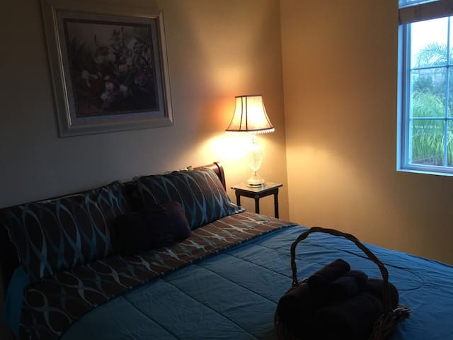 S Western Elegance: Queen Bed on 2nd Fl, Park View - Menifee