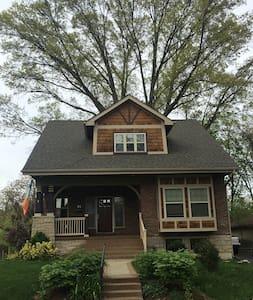 Craftsman Raingarden Bungalow - Maplewood - Haus