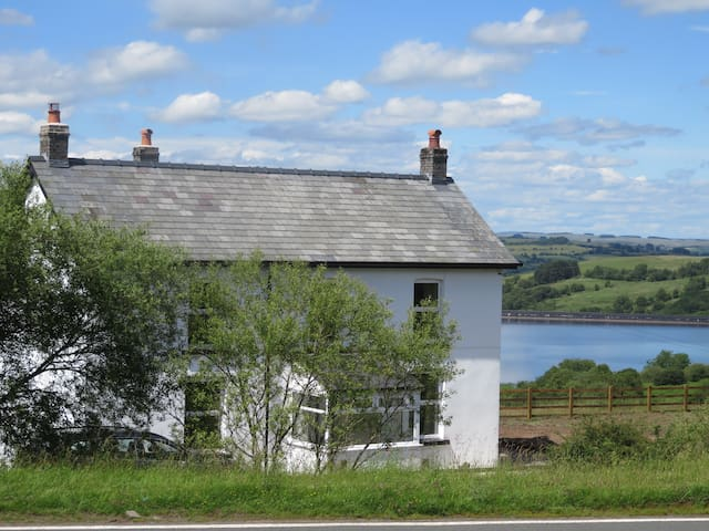 Fan Cottage - sleeps 6 in luxury in Brecon Beacons