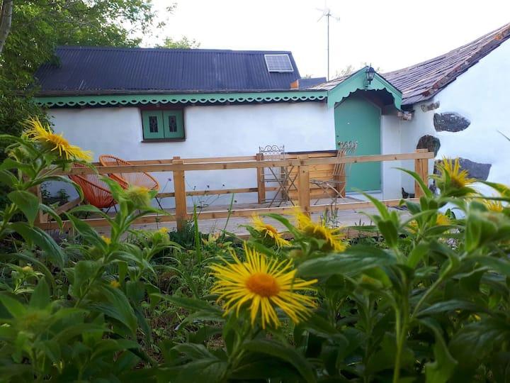 Cwt Glo solar/wind cottage nr Snowdon & Zip world
