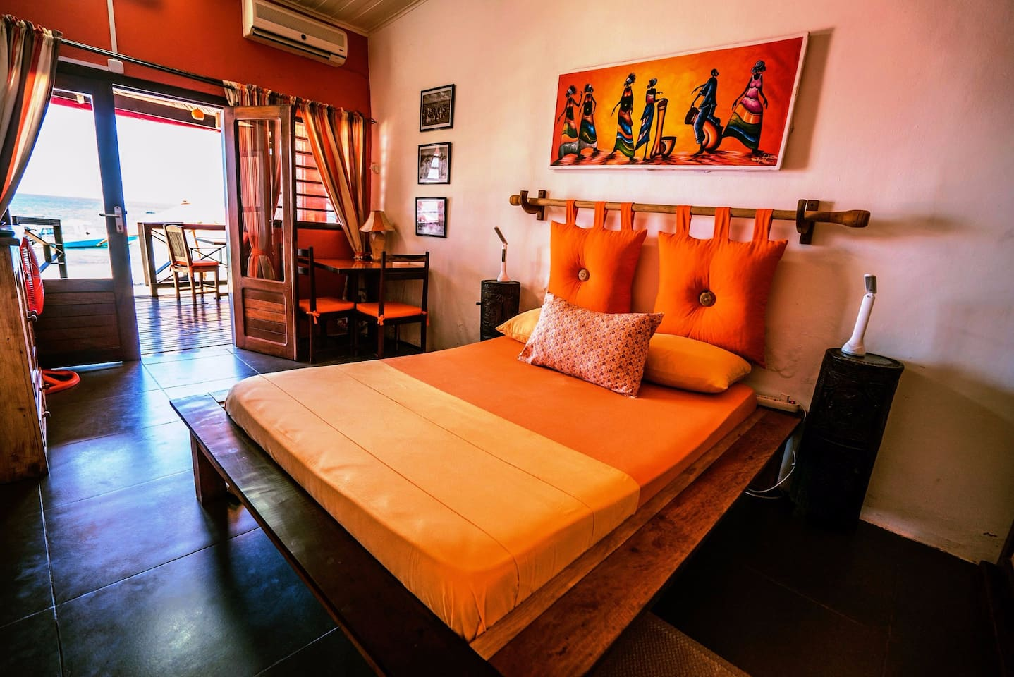 La Voile Blanche - Chambre Orange - Guesthouses for Rent in Nosy ...