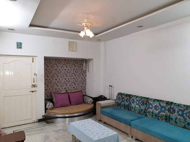 City centre, bedroom+ Hall+ Kitchen a in bungalow.