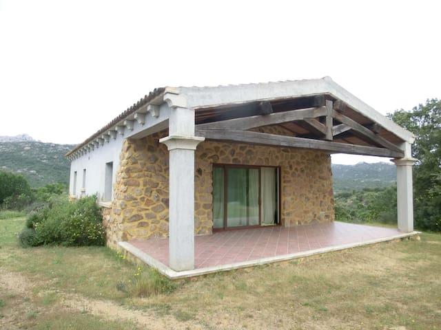 Villetta singola in campagna - Olbia - House