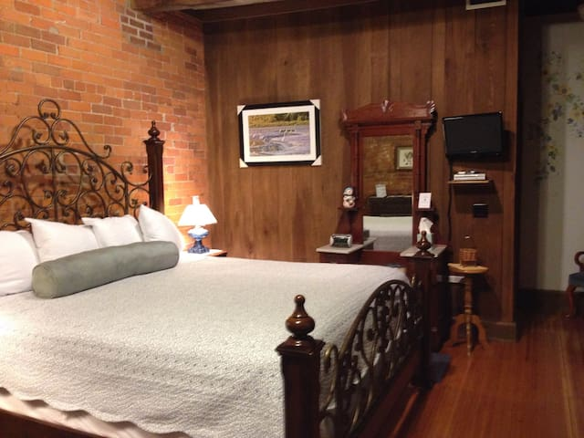 Mill House B&B/ Edward Howard Room