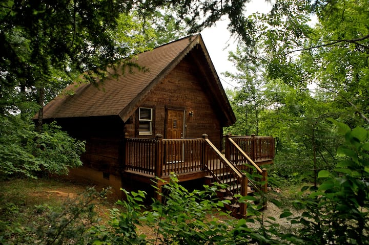 Sweetbriar Cozy Rustic Hottub Cabin -Hike to river