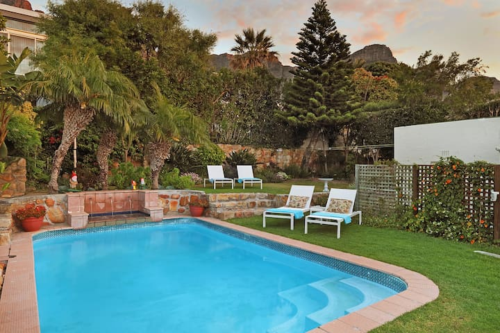 Camps Bay 2-bed Cottage with Pool and Sea Views