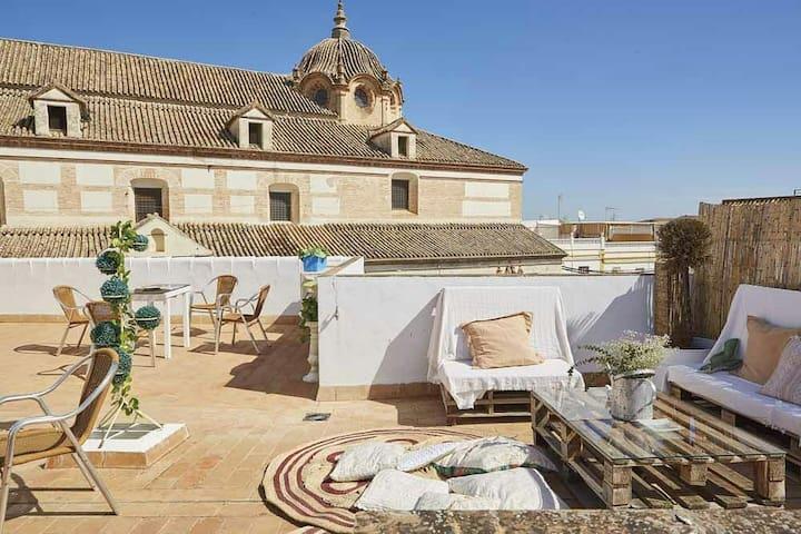 "House in the center: ""El Patio del Limonero"""