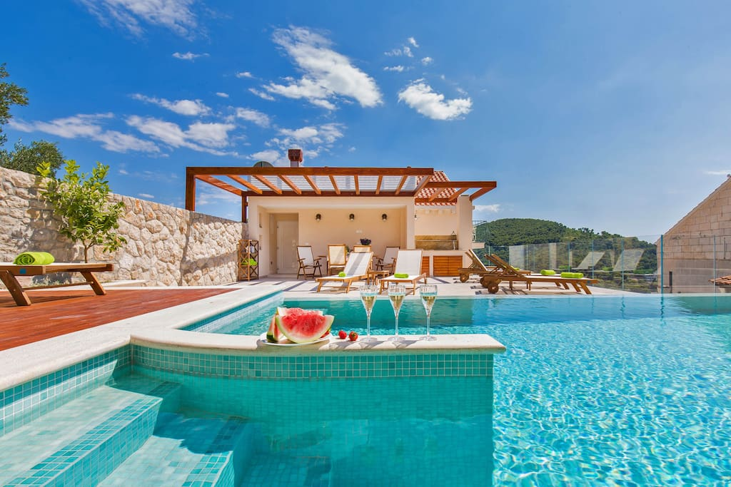 Villa boban apt romantic w sea view balcony pool for Donasea villas 7