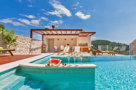 Villa Boban-Apt Romantic w sea view,balcony & pool - Dubrovnik