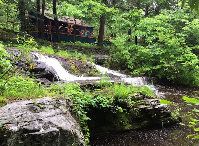 REMOTE WATERFALL  CABIN