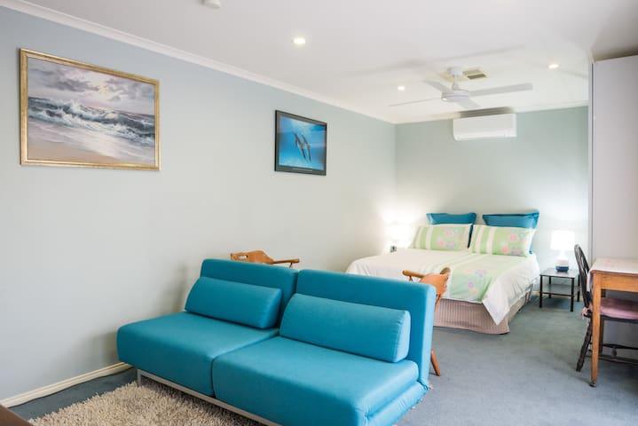 Heathmont Retreat - Studio Apartment