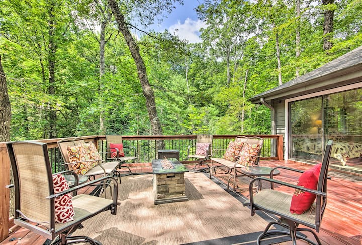 Lake Toxaway Cabin w/Fire Pit - 1Mi to Marina
