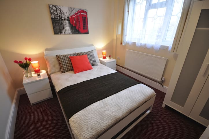(92AST-1) Private dbl room close to Mile End Park - London - Apartment