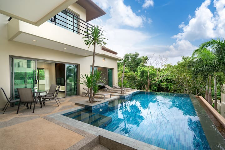 Boutique villa Sole  2 bedrooms with pool Nai Harn
