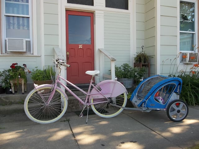Springtime is great for exploring Hillsdale on a bike. You can use one rental bike for free for the duration of your stay!