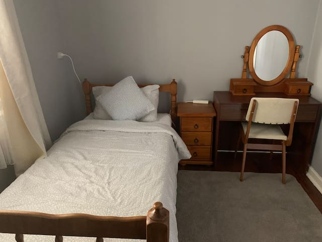 One Single  bed room near the morley Galleria