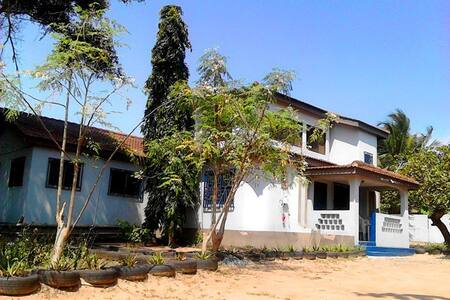 GREAT VALUE! City, Osu, beaches & airport nearby! - Accra
