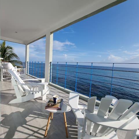 Oceanfront 2 bedroom condo with a pool, Ocho Rios