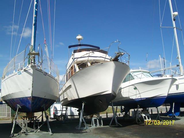 Spacieux bateau sur le joli port d'Arzal - Arzal - Barco