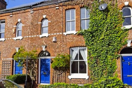 A stunning spacious Victorian terraced house - Manchester - Huis