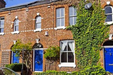 A stunning spacious Victorian terraced house - Manchester - Casa