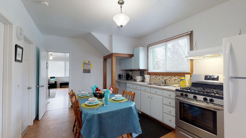 Full Kitchen/Diner.   Gas stove, large refrigerator with freezer.  Extendable Kitchen table for larger groups