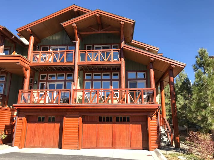 Huge 14 Person Home, Steps to Slopes!