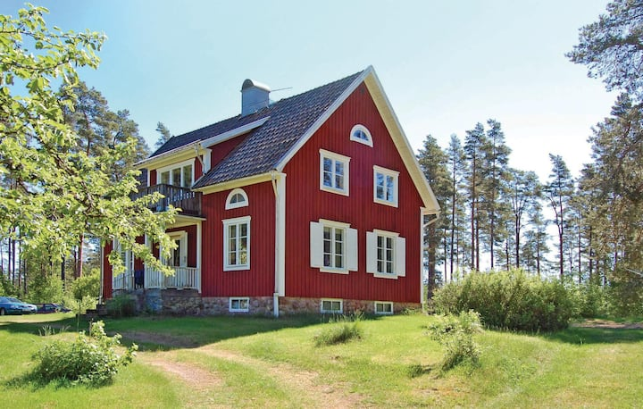 Beautiful home in Älgarås with WiFi and 3 Bedrooms