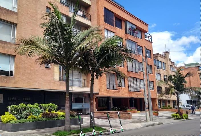 Exclusivo Apartamento Amoblado Santa Barbara