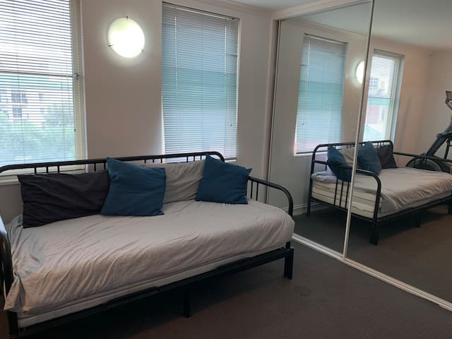 Studio apartment close to Melbourne CBD