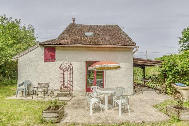 Charming Cottage in Devay with Illuminated Garden