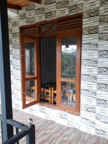 Homagama yakahaluwa two rooms available