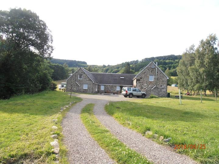Idyllic 'Burnside selfcatering Cottage' Camserney