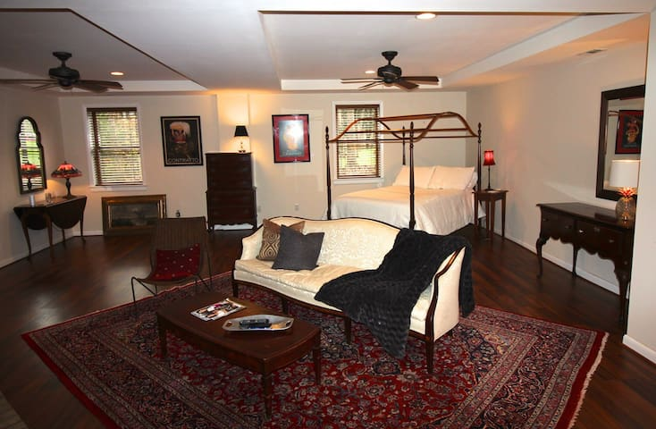 Luxury Guest Suite in Private Setting