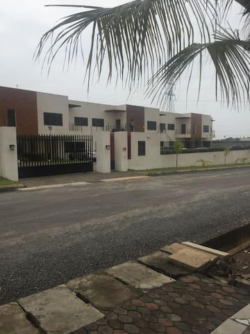 Cosy Townhouse in East Legon - Accra - Radhus