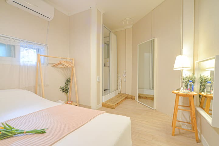 Helloworld House # Private room for up to 4 ppl