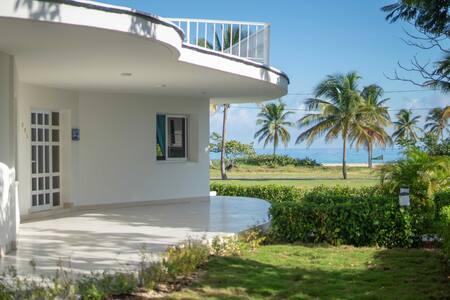 Luxury villa on the beach of Havana Tararà