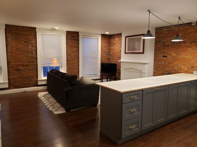 Upper one bedroom apartment in brick Victorian