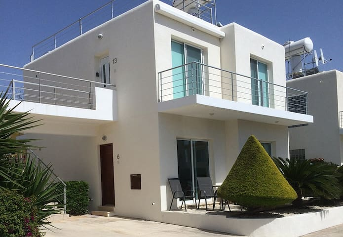 No 6 Holmes Place, Lower Peyia, Coral Bay