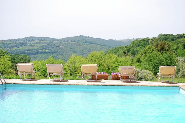 Peaceful Apartment in San Gimignano Tuscany with Pool