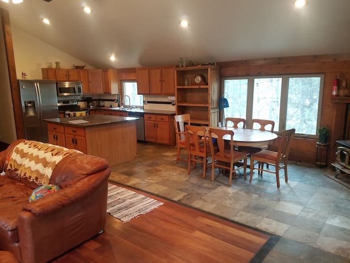 Cozy 2,200 sq/ft home in the pines. 10 min to town