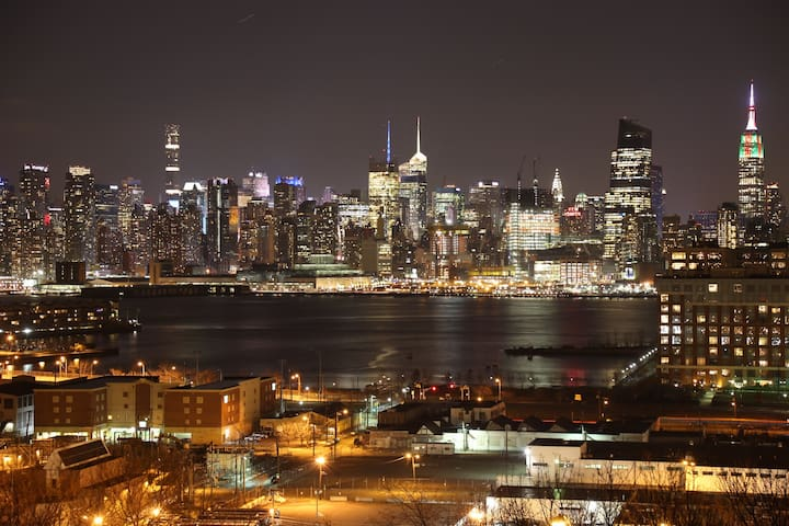 Stunning Empire State View Sleeps 12 - Union City - Loft