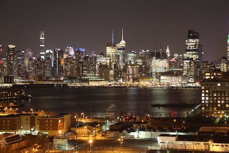 Stunning Empire State View Sleeps 12 - Union City