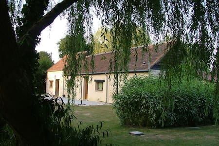 Vrijstaande Gite tegen  bosrand - Cottage