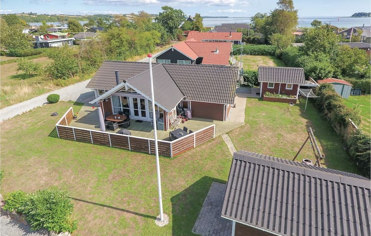 Holiday cottage with 3 bedrooms on 91m² in Broager