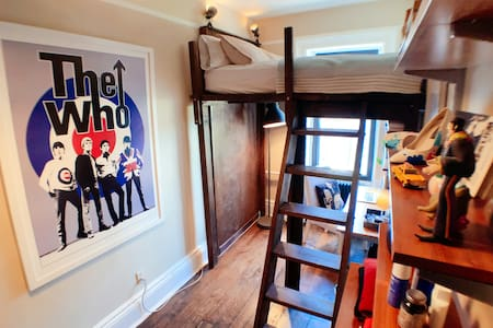 Spacious Williamsburg Share w/ LOFT BED