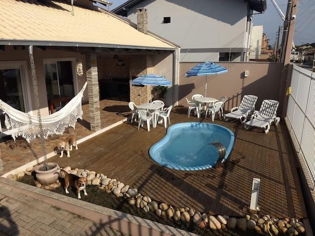 Flat Térreo com piscina a 250m da Prainha