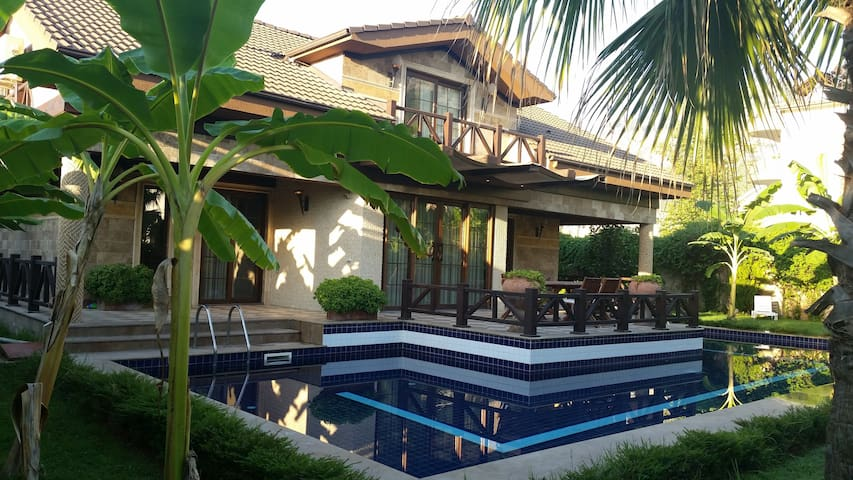 Luxery villa with private pool,sauna,jacuzzi - Kemer - Huis