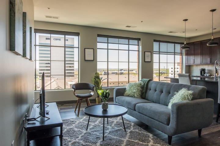 Central Apt w/ Gym + Balcony | Near Capitol Square